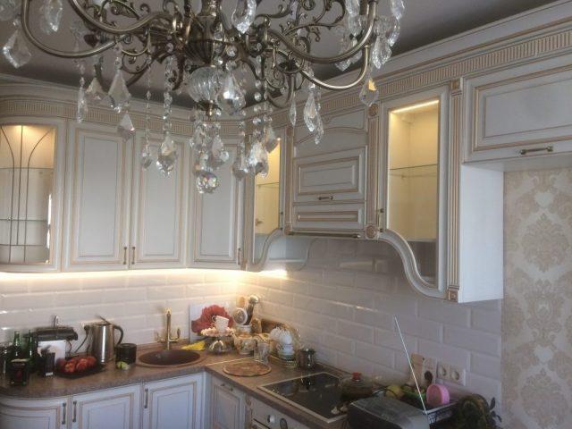 Угловая кухня Эллада с фасадами из МДФ в стиле классика