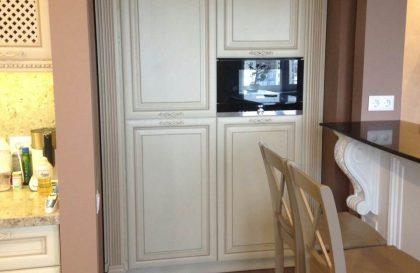 Кремовая угловая кухня Торино с фасадами из массива
