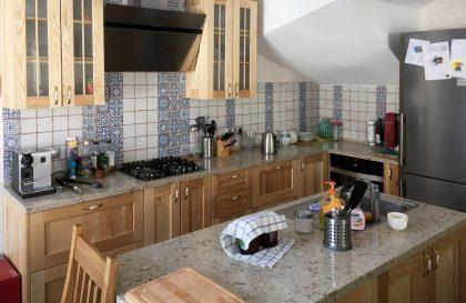 Кухня с островом Тринтино с фасадами из массива ясеня
