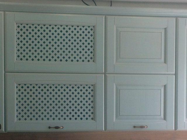 Голубая кухня Вернисаж с фасадами из шпонированного МДФ