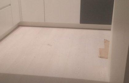 Кухня Бриз с тёмными фасадами из МДФ с фрезерованной ручкой