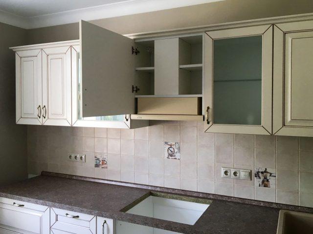 Угловая кухня Валенсия с фасадами из МДФ с бронзовой патиной