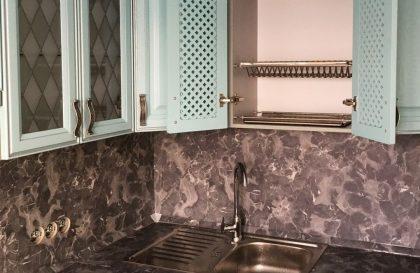 Голубая кухня Леман с фасадами из массива ясеня