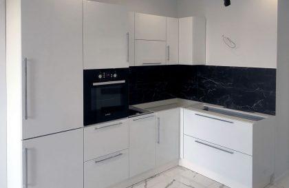 Белая угловая кухня из МДФ в стиле Хай-тек Альва