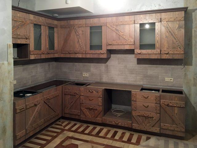 Угловая кухня Викенд с фасадами из массива сосны