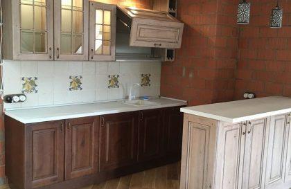 Прямая кухня в неоклассическом исполнении Леворно