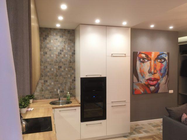 Угловая кухня ЗОВ с фасадами облицованными натуральным шпоном