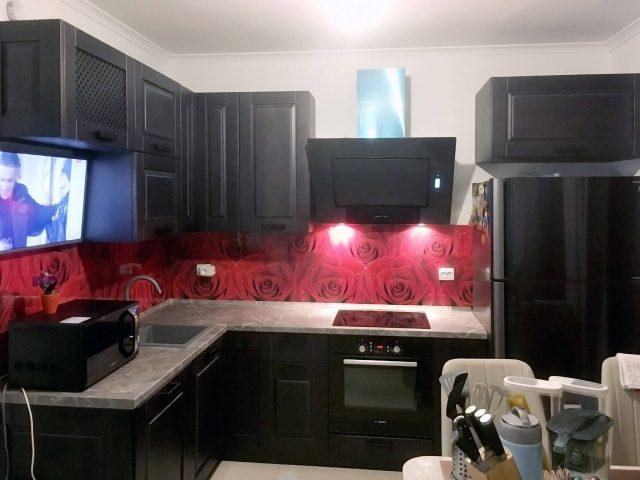 Угловая кухня Анкона с фасадами из массива дерева