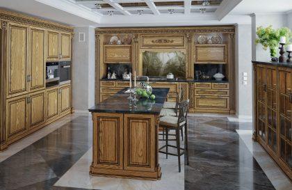 Кухня из массива дерева Торино в неоклассическом стиле