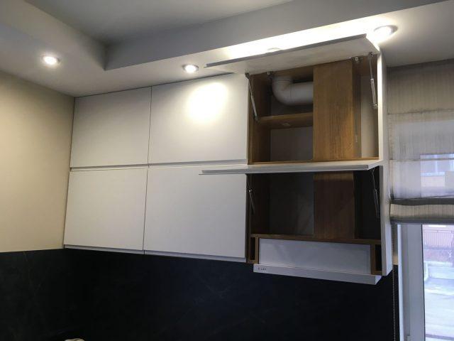 П-образная кухня с фасадами МДФ и шпона