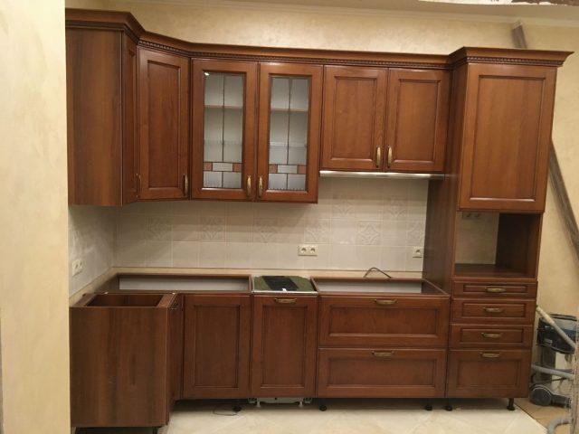 Угловая кухня Аризона с фасадами из массива черешни