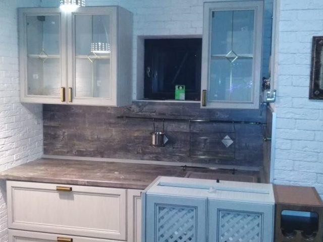 Угловая кухня с островом Леон в стиле Классика