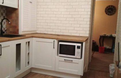 Угловая кухня Альба с фасадами из массива в белом исполнении