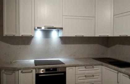 Светлая кухня Астра из массива ясеня и МДФ