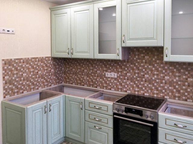 Угловая кухня из шпона Вернисаж в стиле Классика