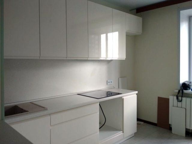 Кухня Бриз с фасадами со скрытой ручкой из МДФ