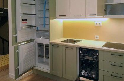 Светлая кухня с рамочными фасадами RAINBOW